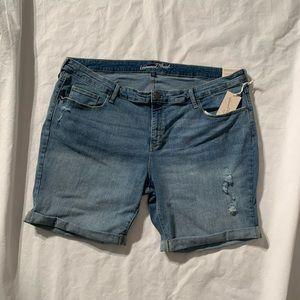 "Universal Thread Size 26W Jean Shorts Inseam 9"""